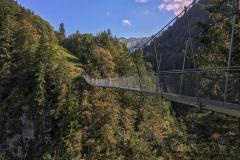 Le pont est à 110m au dessus du torrent!